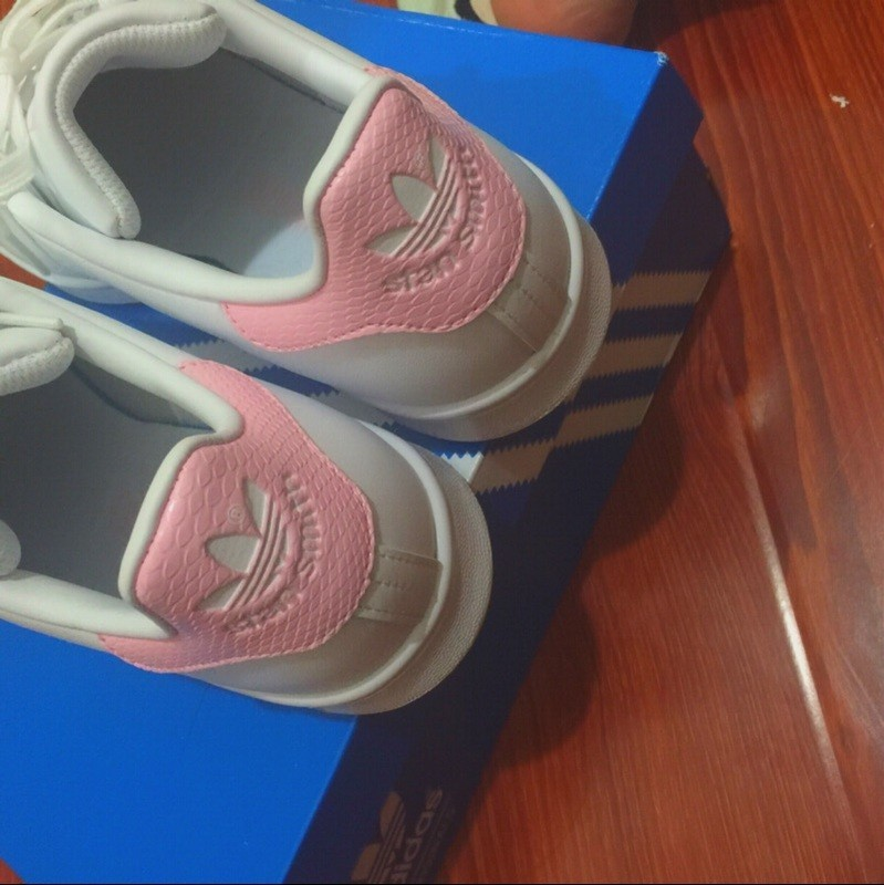 hot sales ef513 3efd3 ... 2016 Wild Adidas Stan Smith GS blanco Cloud Rosado Juniors mujeres  Girls Snakeskin Trainers Zapatos casualesess ...